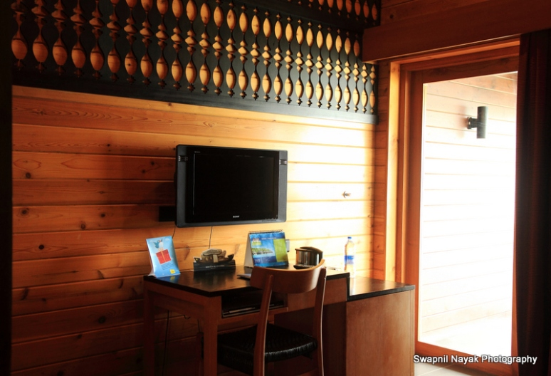 lovely interiors of club mahindra ashtamudi floating cottage